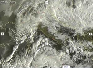 tempo-in-atto-piogge-e-temporali-anche-intensi-al-sud-migliora-al-centro-nord