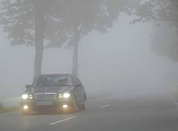 guidare-nella-nebbia